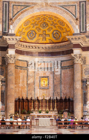 people attending a service at The Pantheon temple of Roman Gods and church Piazza della Rotonda Roma Rome Lazio - Stock Photo