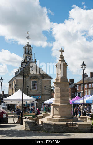 War Memorial and Georgian Town Hall, Market Place, Brackley, Northamptonshire, England, United Kingdom - Stock Photo