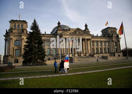 reichstag weihnachten berlin stock photo 93386869 alamy. Black Bedroom Furniture Sets. Home Design Ideas