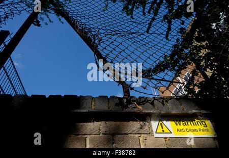 broken fence warning announcement - photo #3