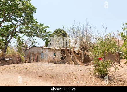 Typical local house with corrugated metal roof, Nkhwazi Village, Likoma Island, Lake Malawi, Malawi, south-east - Stockfoto