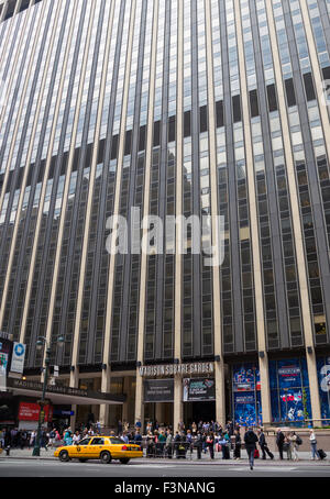 Nyc madison square garden and 1 penn plaza office tower - Madison square garden penn station ...