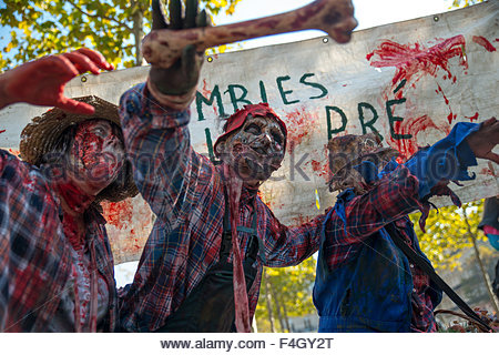 Paris, France. octobre 3rd, 2015. FRANCE, Paris: Participants pose during 8th Zombie Walk held in Paris on October - Stock Photo