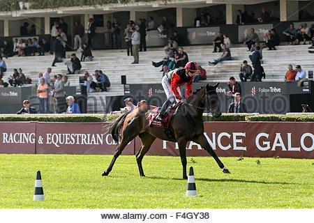 Paris, France. October 3rd, 2015. FRANCE, Paris: French jockey Vincent Cheminaud (C) wins Qatar Grand Handicap des - Stock Photo