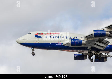 British Airways Boeing 747-400 approaching to land at London Heathrow airport on a cloudy overcast day - Stock Photo