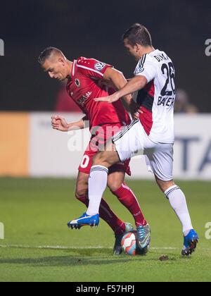 Cologne, Germany. 28th Oct, 2015. Leverkusen's Giulio Donati (R) and Koeln's Rene Klingenburg vie for the ball during - Stock Photo