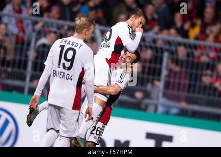 Cologne, Germany. 28th Oct, 2015. Leverkusen's Julian Brandt (L-R), goal-scorer Wladlen Jurtschenko, and Giulio - Stock Photo