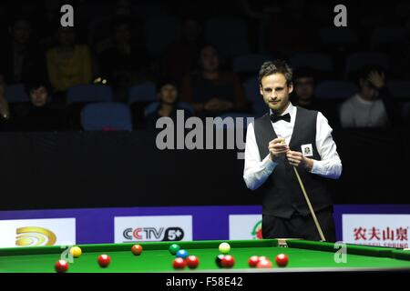 Daqing, China's Heilongjiang Province. 30th Oct, 2016. David Gilbert of England looks on during the semifinal against - Stockfoto