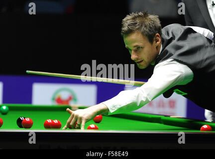 Daqing, China's Heilongjiang Province. 30th Oct, 2016. David Gilbert of England competes during the semifinal against - Stockfoto