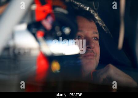 Martinsville, VA, USA. 30th Oct, 2015. Martinsville, VA - Oct 30, 2015: Tony Stewart (14) waits to practice for - Stockfoto