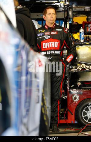 Martinsville, VA, USA. 30th Oct, 2015. Martinsville, VA - Oct 30, 2015: Greg Biffle (16) hangs out in the garage - Stockfoto