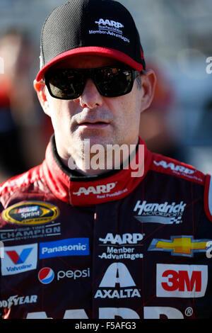 Martinsville, VA, USA. 30th Oct, 2015. Martinsville, VA - Oct 30, 2015: Jeff Gordon (24) waits to qualify for the - Stockfoto
