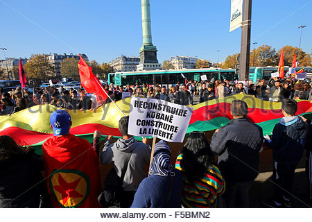 Paris, France. novembre 1st, 2015. FRANCE, Paris: A woman holds a banner reading Rebuild Kobane, Build freedom during - Stock Photo