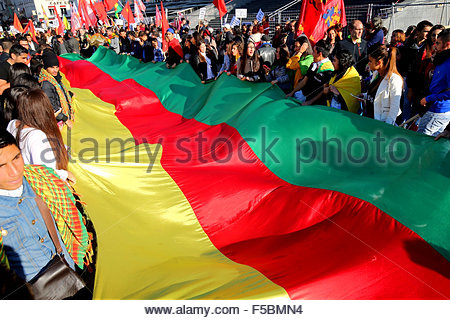 Paris, France. novembre 1st, 2015. FRANCE, Paris: People hold the kurdish flag during a pro kurdish demonstration - Stock Photo