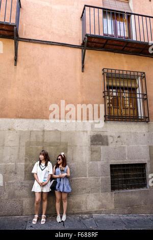 http://n450v.alamy.com/450v/f688rf/spain-europe-spanish-hispanic-toledo-asian-woman-friends-f688rf.jpg