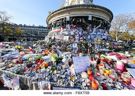 Paris, France. novembre 21st, 2015. FRANCE, Paris: Flowers, candles and messages are seen at a makeshift memorial - Stock Photo
