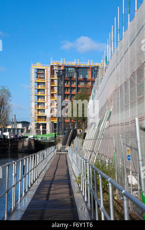 21st November 2015 - Construction works alongside the Regent's Canal as part of the regeneration plan for King's - Stock Photo