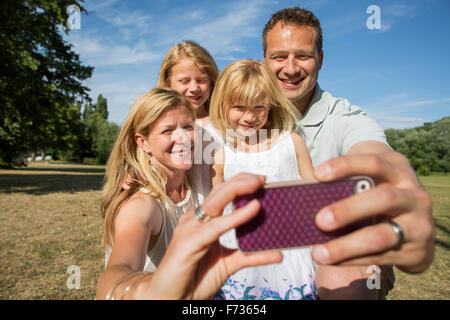 Family with two children, taking a selfie. - Stockfoto