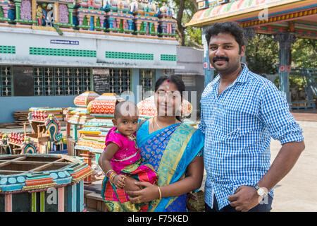 Local Indian family at Kapaleeswarar Temple, a Hindu temple of Shiva located in Mylapore, Chennai, Tamil Nadu - Stock Photo