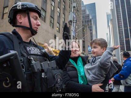 New York, NY, USA. 26th November, 2015. NYPD and New York City task force were on high alert at the Thankgiving - Stock Photo