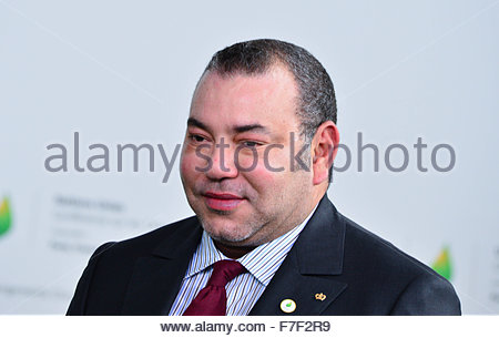 Le Bourget, France. novembre 30th, 2015. FRANCE, Le Bourget : Morocco's king Mohammed VI (R) arrives at the opening - Stock Photo