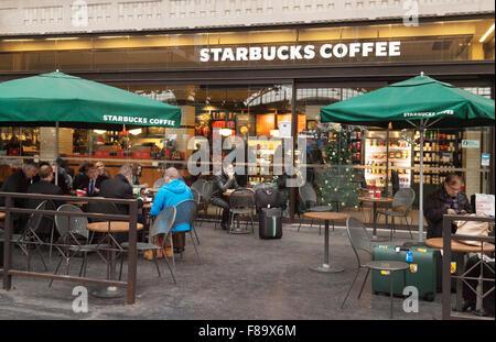 People drinking in Starbucks coffee bar, Gare de L'Est station, Paris, France - Stock Photo