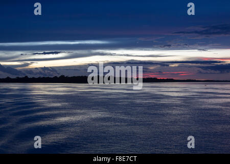 Wonderful purple blue sunset on the river Amazon with the silhouettes of the trees. Amazonas State, Brazil - Stockfoto