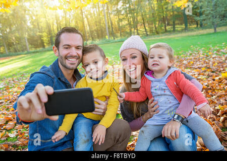 Family taking a selfie - Stockfoto
