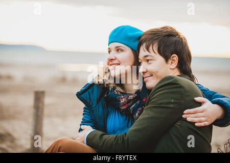 young couple walking and posing on the beach in autumn - Stockfoto