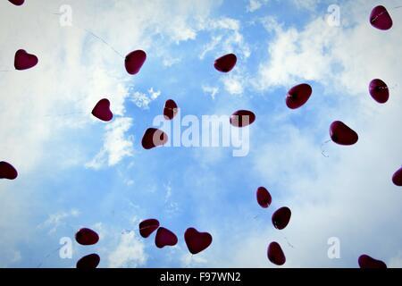 Heart Shaped Balloons In Sky - Stockfoto
