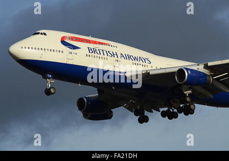 G-BNLS British Airways Boeing 747-436 - cn 24629 / 841 landing at London Heathrow Airport - Stock Photo