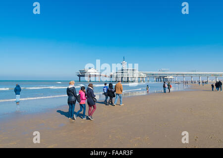SCHEVENINGEN, NETHERLANDS - MARCH 8, 2015: Unknown people enjoying a sunny spring day on the North Sea beach. In - Stockfoto