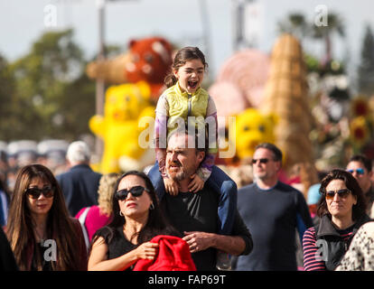 Pasadena, USA. 2nd Jan, 2016. People visit the 127th Rose Parade's Showcase of Floats in Pasadena, California, the - Stock Photo
