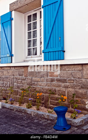 Brittany France Ile Tudy Loctudy house front with blue bollard blue shutters window - Stock Photo