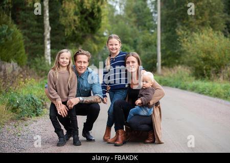 Finland, Uusimaa, Raasepori, Karjaa, Portrait of family with three children (12-17 months, 6-7) - Stockfoto