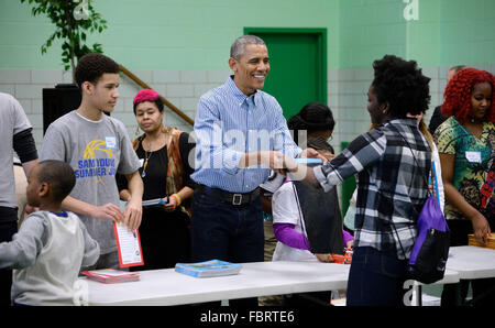 Washington DC, USA. 18th Jan, 2016. United States President Barack Obama participates in a community service project - Stock Photo