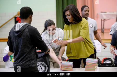 Washington DC, USA. 18th Jan, 2016. First Lady Michelle Obama participates in a community service project at Leckie - Stock Photo