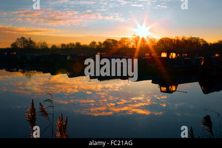 Sunrise over St. Mary's Marina, Rufford, Lancashire, UK. 20th Jan 2016.  After a cold & crisp night, a beautiful - Stock Photo