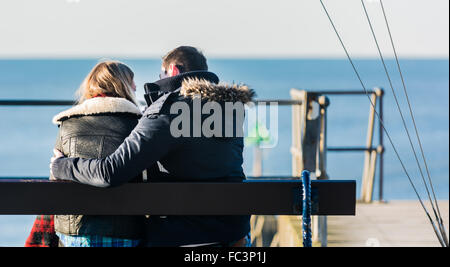 Aberystwyth, West Wales, UK. 20th January 2016. People are out and about enjoying the glorious sunshine and blue - Stockfoto