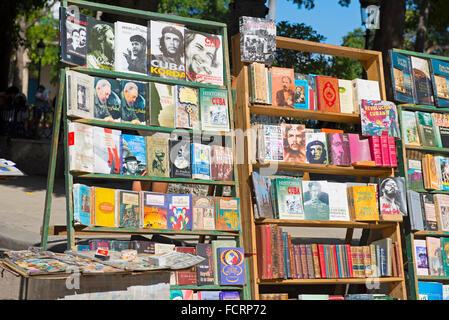 Che Guevara Fidel Castro, Books about, for sale at the Plaza de Armas, Havana Cuba - Stock Photo