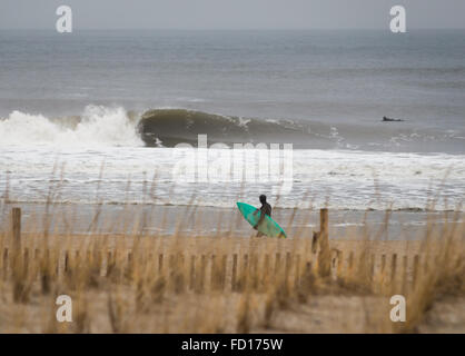 Surfers at Rockaway Beach, Queens, NY, USA. Photographed on December 29, 2015. - Stock Photo