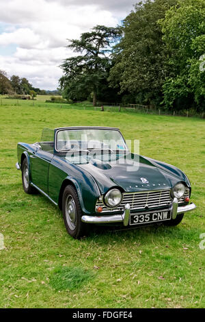 A british manufactured triumph tr4 2 door roadster sports for Classic house 2004