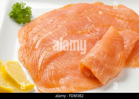 how to serve smoked salmon slices