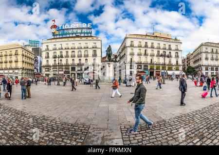 Spain madrid puerta del sol bear and arbutus tree for Plaza puerta del sol madrid spain