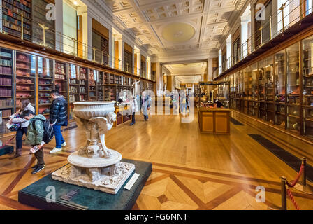 The Enlightenment Gallery (formerly the King's Library) in the British Museum, Bloomsbury, London, England, UK - Stock Photo