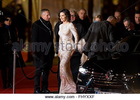 Paris, France. February 26th, 2016. FRANCE, Paris: French actress Juliette Binoche walks on the red carpet of the - Stock Photo