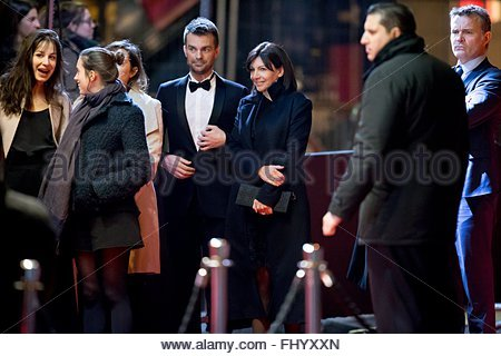 Paris, France. February 26th, 2016. FRANCE, Paris: Mayor of Paris Anne Hidalgo (3rdR) walks on the red carpet of - Stock Photo