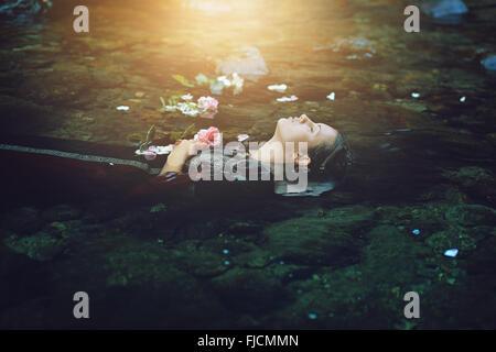 Floating dead woman in dark river . Ophelia conceptual - Stockfoto