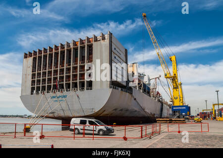 Container Ship OOCL Singapore loading containers at Montevideo port - Uruguay - Stock Photo