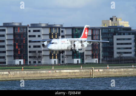 HB-IYT Swiss British Aerospace Avro RJ100 comes in to land at London city Airport - Stock Photo